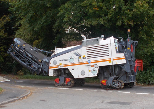 Road scalping machine
